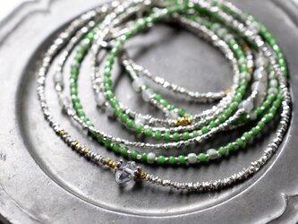 カレンシルバーと一粒ハーキマーダイヤモンド、ヴィンテージ&アンティークビーズのかすみ草3連ネックレスの画像