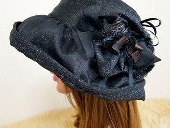 ★ギャザーフリル 帽子★コサージュ付き   ブラックの画像