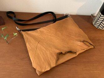 牛革製ショルダーバッグの画像