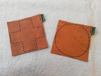 ペア de レザーコースター +と○ オイルシュリンクレザー ブラウンの画像