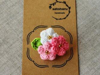 さくら色の小花ブローチの画像