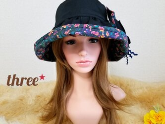 ★ギャザーフリル 帽子★コサージュ付き   ブラック×リアル ビオラの画像