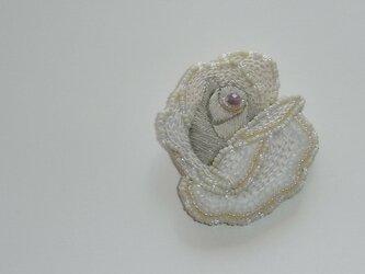 薔薇*ecru ビーズ刺繍ブローチの画像