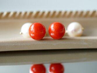 染め赤珊瑚と真珠キャッチのスタッドピアス ~Rufinaの画像