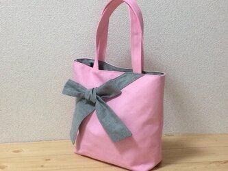 【動画あり】やわらかなペールピンク帆布8号✖ブラックダンガリー(グレー)リボン トートバッグの画像