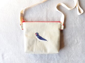 【展示作品】ツバメ刺繍のファスナーポシェットの画像