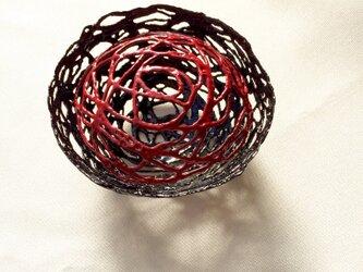 呂色漆と朱漆の糸の華 (蓋付き小物入れ)の画像