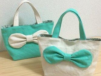 生成とライトグリーン帆布 リボン  サブトートバッグ 花柄ラミネート の画像