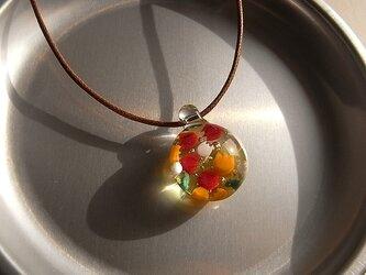 チューリップ・3色・ガラス球ネックレス・ガラス製・綿紐の画像