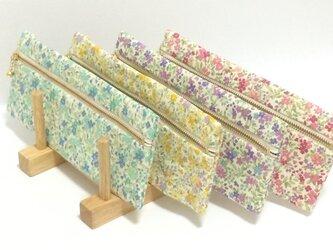【受注製作】小花柄 フラット ファスナー ペンケース 水色/紫/黄色/ピンクの画像