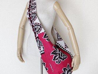 アフリカ布のショルダーバッグ   ローズ(薔薇)の画像