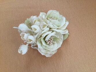 白薔薇と鈴蘭の画像