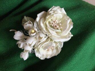再販白薔薇と鈴蘭の画像