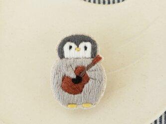 penguinとウクレレ刺繍ブローチ【受注製作】の画像