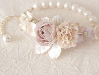 花とパールのブレスレットの画像