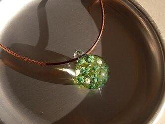 シロツメ草・ガラス球ネックレス・ガラス製・綿紐の画像