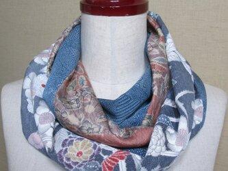 着物リメイク 古典花模様の辻ヶ花の小紋×縮緬の草花模様からお洒落なスヌードの画像
