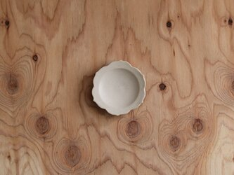 稜花豆皿 白の画像