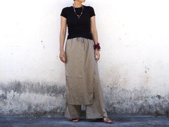 カーキ/ラップスカート付きゆったりストレートパンツの画像
