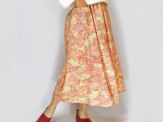 きものリメイクロングスカート、ミモザオレンジのさくら柄、オールシーズンの画像