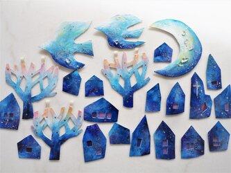 青い夜のガーランドの画像