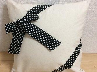ギフトラッピング クッションカバー 11号生成帆布✖白黒ドットリボンの画像
