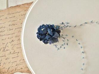 染め花のミニミニクリップ(ネイビー)の画像
