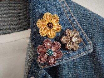 アメジストの6枚花弁 ビーズ刺繍ブローチの画像