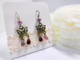 蝶と紫の雫ピアスの画像