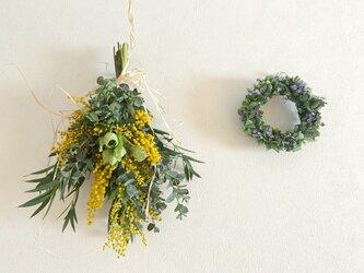 ミモザと紫陽花リースとペアスワッグの画像