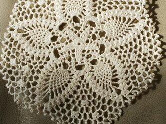 手編みレースドイリー直径約17㎝の画像