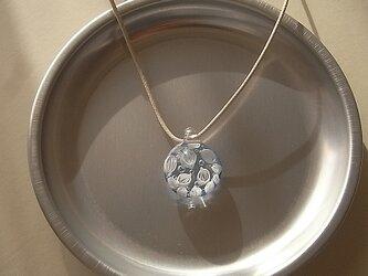 オオバコ・葉脈のガラス球ネックレス・ブルーグレー・ガラス製・綿紐の画像
