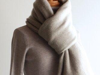 手編み機で編んだカシミアセーブル大判ストール モカベージュの画像
