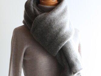 手編み機で編んだカシミアセーブル大判ストール ミディアムグレーの画像