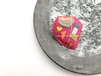 nuuno刺繍ブローチ 「出会い(ピンク)」の画像