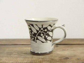 ナナカマドの白いマグカップの画像