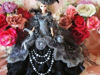 クリスタルシルバーの高貴な貴婦人 星屑の煌めく大人のマーメイドドレスの画像