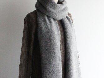 手編み機で編んだカシミアセーブル細巾ストール ミディアムグレーの画像