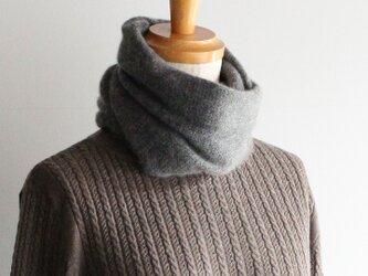 手編み機で編んだカシミアセーブルスヌード ミディアムグレーの画像