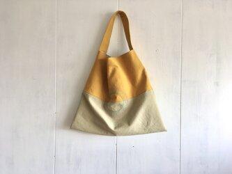 刺繍入り春色三角鞄の画像