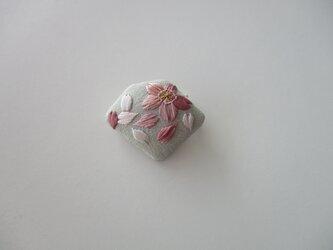 受注制作 桜のかけら ブローチ グレーの画像