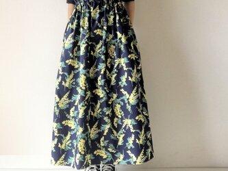 春に*満開ミモザのロングスカート*マキシ丈*コットン100%*ダークネイビーの画像
