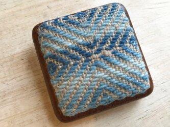菱刺し 藍染め×木枠ブローチの画像