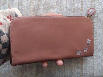 刺繍革財布『hana*hana』グレイッシュピンク(牛革)L字ファスナー型の画像