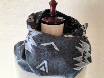 オルテガ柄の万能ボレロ*チャコールグレー*羽織り・スヌード・ストール・ひざ掛け・カーディガンの画像