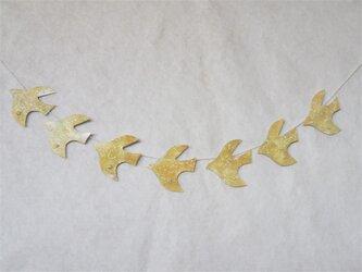 水晶と黄色い鳥のガーランドの画像