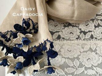 立体刺繍の花付き コットンストール ベージュ&ネイビーの画像