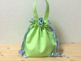【動画あり】春到来♪イエローグリーンの巾着バッグ 水色ドット柄の紐リボンの画像
