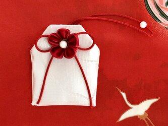 元巫女の花のお守り袋(赤い糸)の画像