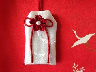 (赤い糸)元巫女の花のお守り袋の画像
